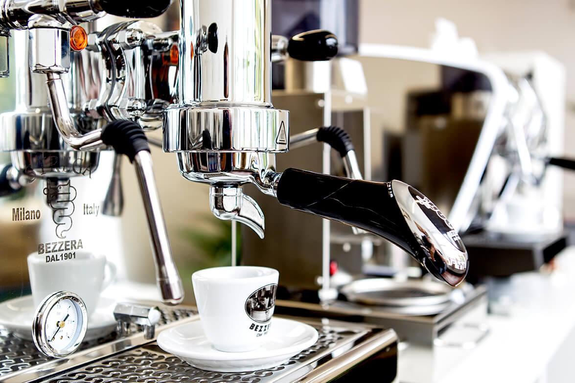 So Entkalken Und Reinigen Sie Ihre Siebtragermaschine Kaffee Journal