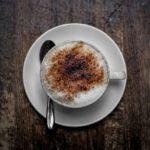 Traurig, aber wahr: Deshalb landet Kakaopulver auf dem Cappuccino